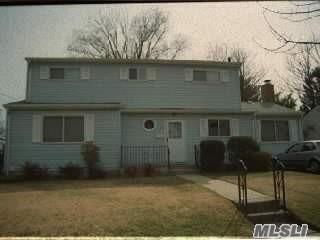 13 Charlotte Pl, Plainview, NY 11803 (MLS #3024074) :: The Lenard Team