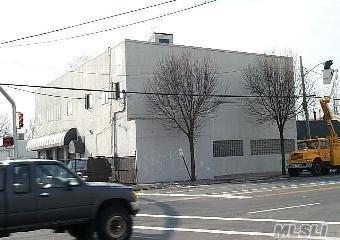 5680 Merrick Rd, Massapequa, NY 11758 (MLS #3024426) :: The Lenard Team