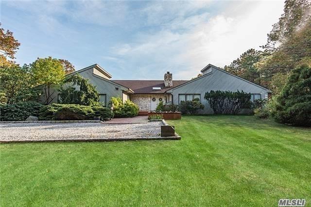 4 Christine Ln, Manorville, NY 11949 (MLS #3024765) :: Netter Real Estate