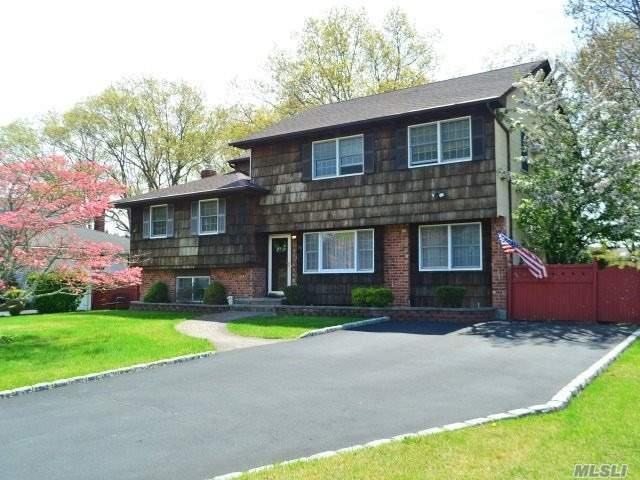 24 Wensley Ln, East Islip, NY 11730 (MLS #3028943) :: Netter Real Estate