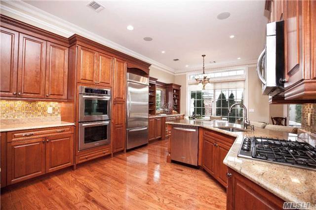 Westbury, NY 11590 :: Netter Real Estate
