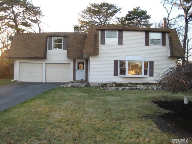 30 Torrey Pine Ln, Medford, NY 11763 (MLS #3029545) :: Netter Real Estate