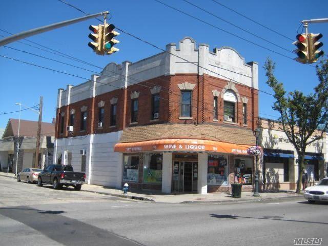 196 Rockaway Ave, Valley Stream, NY 11580 (MLS #3029687) :: Netter Real Estate