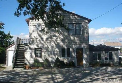 18 E Piave Ter, Lindenhurst, NY 11757 (MLS #3031020) :: Netter Real Estate