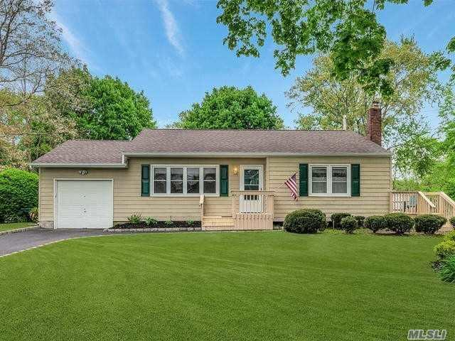 89 Wayne St, Hauppauge, NY 11788 (MLS #3031057) :: Keller Williams Points North