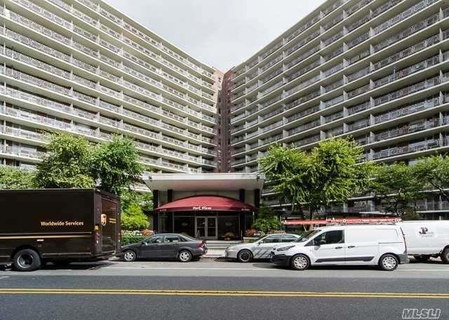 61-15 97th St 11K, Rego Park, NY 11374 (MLS #3031287) :: Netter Real Estate