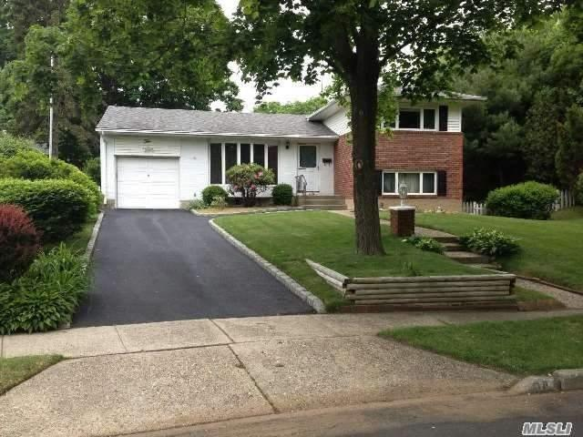 10 Rockland Ct, Commack, NY 11725 (MLS #3031370) :: Keller Williams Points North
