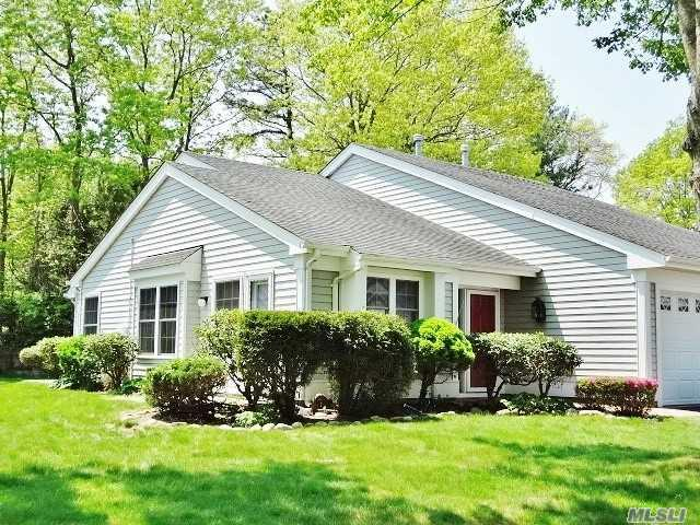 8 Huntington Ct, Ridge, NY 11961 (MLS #3031476) :: Netter Real Estate