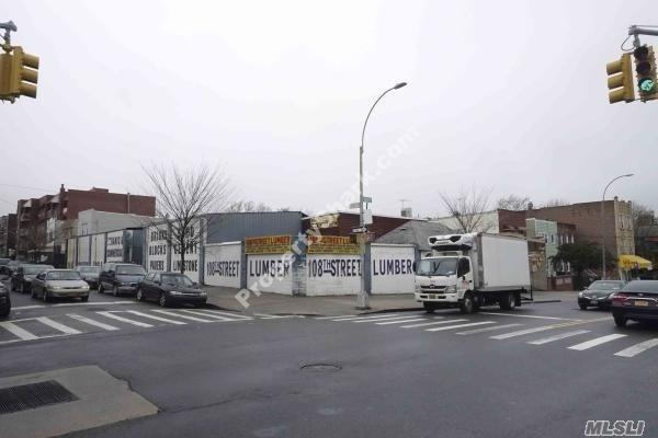 49-20 108 St, Corona, NY 11368 (MLS #3031662) :: Netter Real Estate
