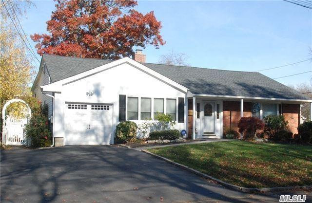 48 Archie Pl, West Islip, NY 11795 (MLS #3031827) :: Netter Real Estate