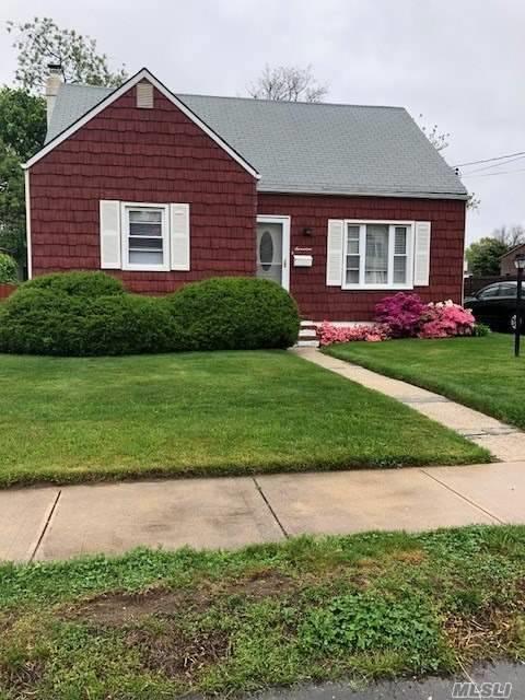 17 Heathcote Rd, Lindenhurst, NY 11757 (MLS #3032125) :: Netter Real Estate