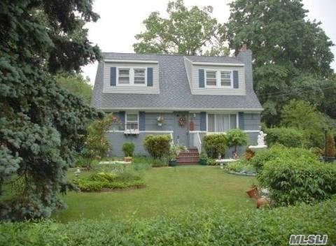 28 Plum St, Central Islip, NY 11722 (MLS #3032468) :: Netter Real Estate