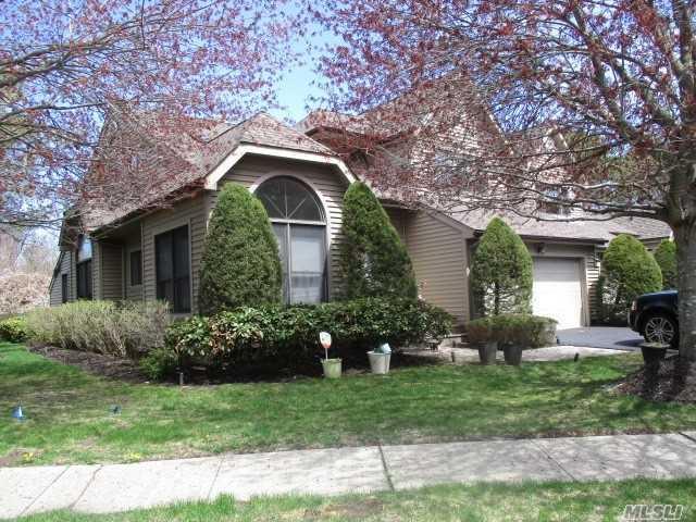 2 Julia Cir, Dix Hills, NY 11746 (MLS #3033684) :: Netter Real Estate