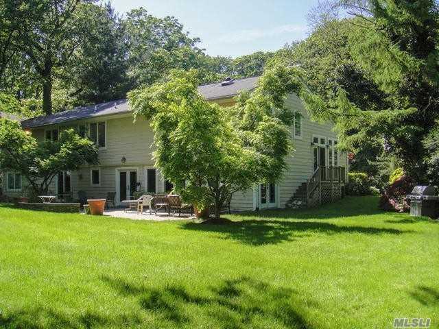 6 Dianas Cir, Roslyn Estates, NY 11576 (MLS #3035315) :: The Lenard Team