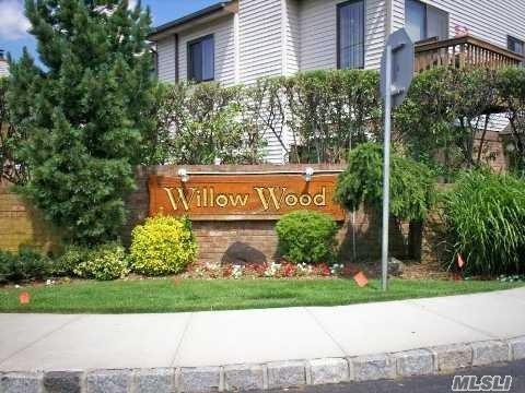 25 Balsam Ct, Wantagh, NY 11793 (MLS #3039196) :: Keller Williams Points North