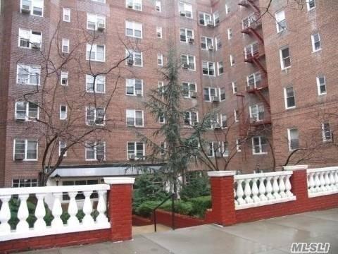 63-60 102nd St D5, Rego Park, NY 11374 (MLS #3039570) :: Netter Real Estate