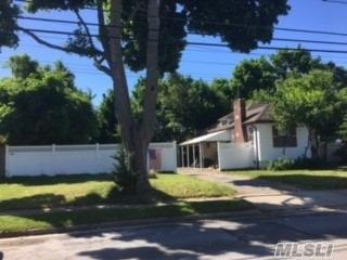 6 Hazel Ave, Farmingdale, NY 11735 (MLS #3039596) :: The Lenard Team