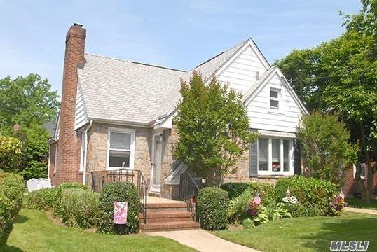 14 Orchid Ct, Floral Park, NY 11001 (MLS #3039806) :: The Lenard Team
