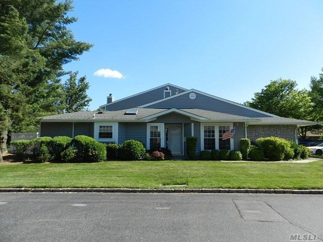 1 Hampshire Ct, Holbrook, NY 11741 (MLS #3040004) :: Keller Williams Points North