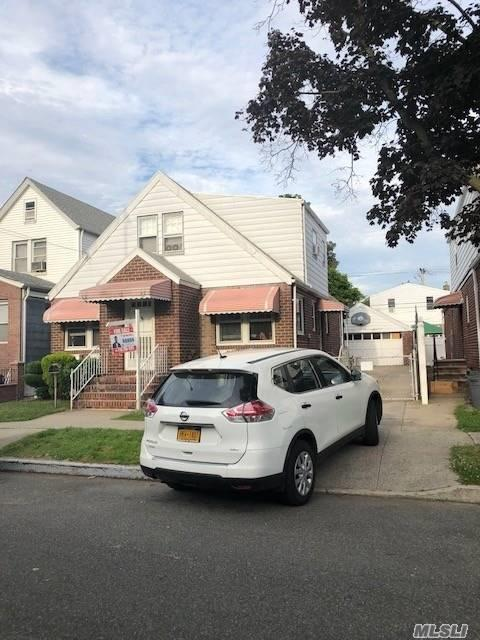 135-13 118th St, Wakefield, NY 11420 (MLS #3040182) :: The Kalyan Team