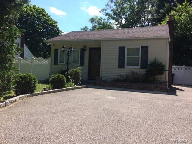830 Hawkins Ave, Lake Grove, NY 11755 (MLS #3040223) :: The Lenard Team