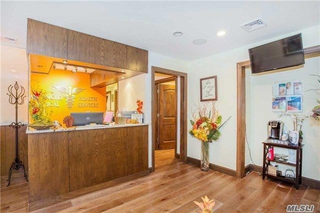 12 Bond St, Great Neck, NY 11021 (MLS #3041071) :: Netter Real Estate