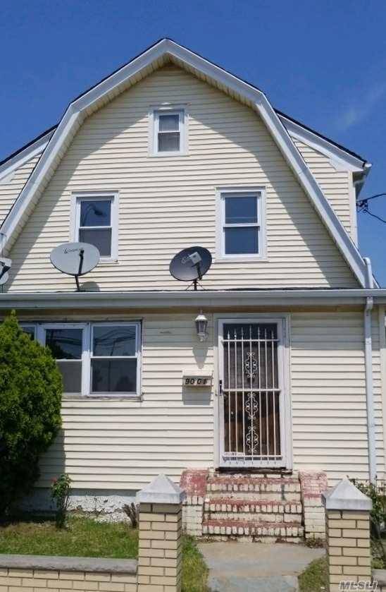 9001 Springfield Blvd, Queens Village, NY 11428 (MLS #3041116) :: Netter Real Estate