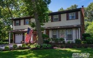 8 Old Landers Ct, Smithtown, NY 11787 (MLS #3041527) :: Netter Real Estate