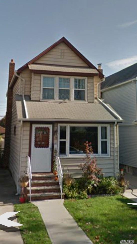 92-09 Vanderveer St, Queens Village, NY 11428 (MLS #3041679) :: The Kalyan Team