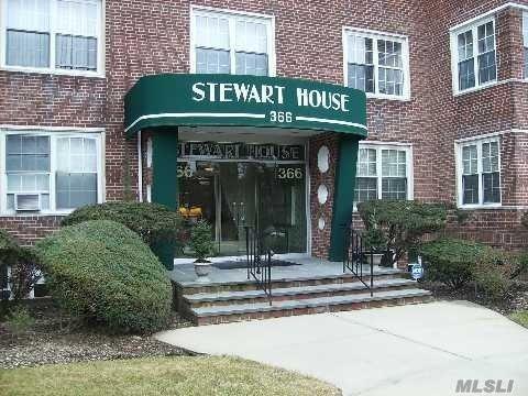 366 Stewart Ave B10, Garden City, NY 11530 (MLS #3042741) :: Netter Real Estate