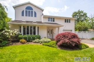 39 Mildred Ct, Plainview, NY 11803 (MLS #3043369) :: Keller Williams Points North