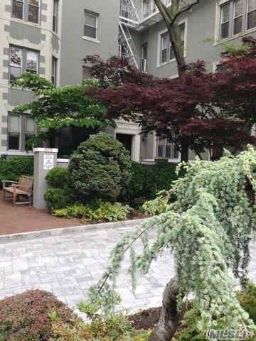 1175 E Broadway 4-J, Hewlett, NY 11557 (MLS #3043687) :: Netter Real Estate