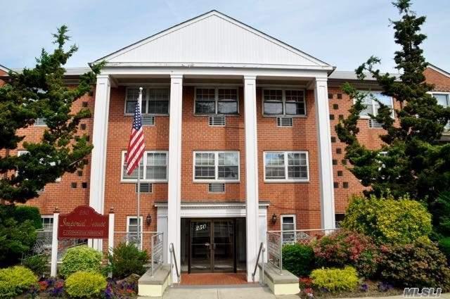 250 N Village Ave A-3, Rockville Centre, NY 11570 (MLS #3045020) :: Netter Real Estate