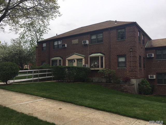 244-30 57th Dr, Douglaston, NY 11362 (MLS #3046372) :: Netter Real Estate