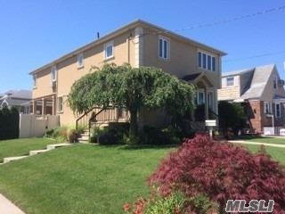 96-18 164 Ave, Howard Beach, NY 11414 (MLS #3046482) :: Netter Real Estate