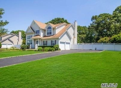 11 Dandelion Ct, Lake Grove, NY 11755 (MLS #3046946) :: Keller Williams Points North