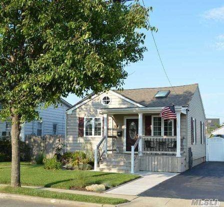 75 S Bay Dr, Babylon, NY 11702 (MLS #3047224) :: Netter Real Estate
