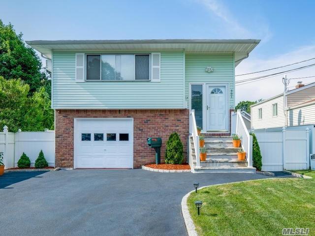 301 Lexington Ave, W. Babylon, NY 11704 (MLS #3047780) :: Netter Real Estate