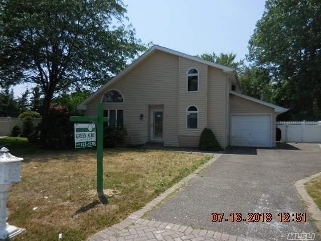 10 Charles Cir, Islip, NY 11751 (MLS #3048770) :: Netter Real Estate