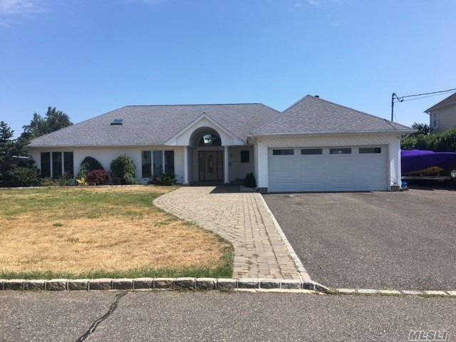 113 Lucinda Dr, Babylon, NY 11702 (MLS #3049083) :: Shares of New York