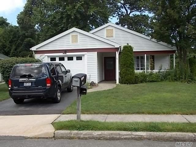 14 Kingston Dr, Ridge, NY 11961 (MLS #3050333) :: Netter Real Estate
