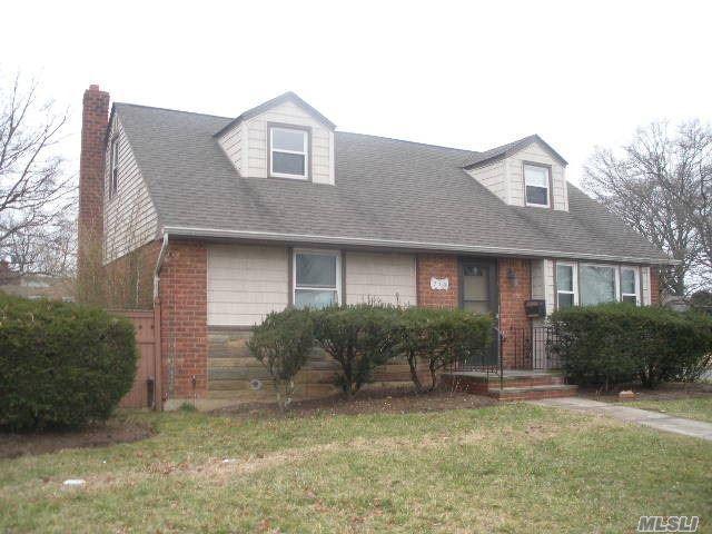 710 Center Dr, N. Baldwin, NY 11510 (MLS #3053452) :: Netter Real Estate