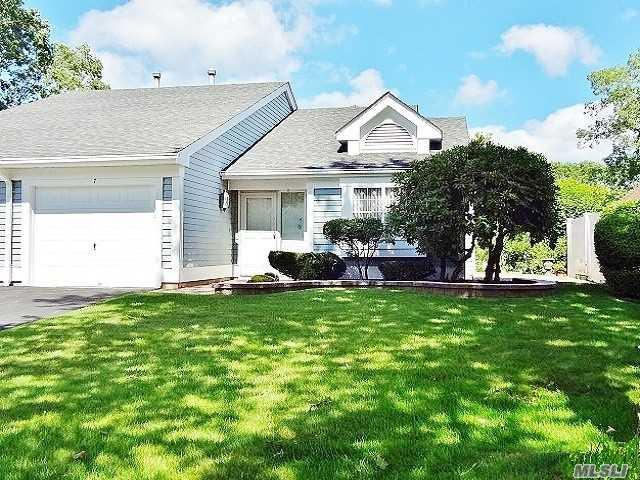 7 Villanova Ct, Ridge, NY 11961 (MLS #3054333) :: Netter Real Estate