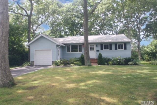 14 Karen Dr, Sayville, NY 11782 (MLS #3054586) :: Netter Real Estate