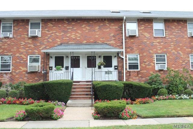 1 Childs Ave 2F, Floral Park, NY 11001 (MLS #3056113) :: Netter Real Estate