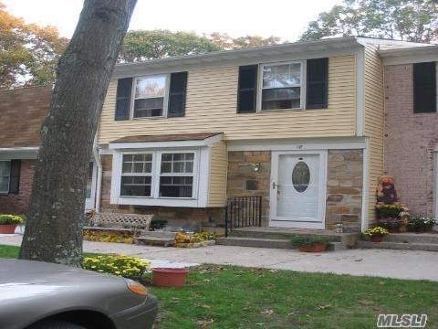 18 Harrison Commons, Yaphank, NY 11980 (MLS #3056277) :: Netter Real Estate