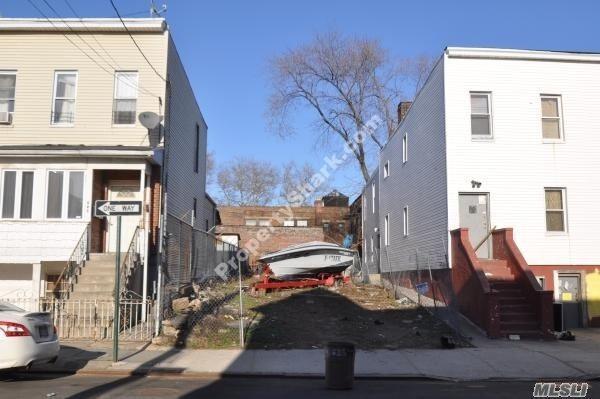 207 Essex St, Brooklyn, NY 11208 (MLS #3058042) :: Netter Real Estate