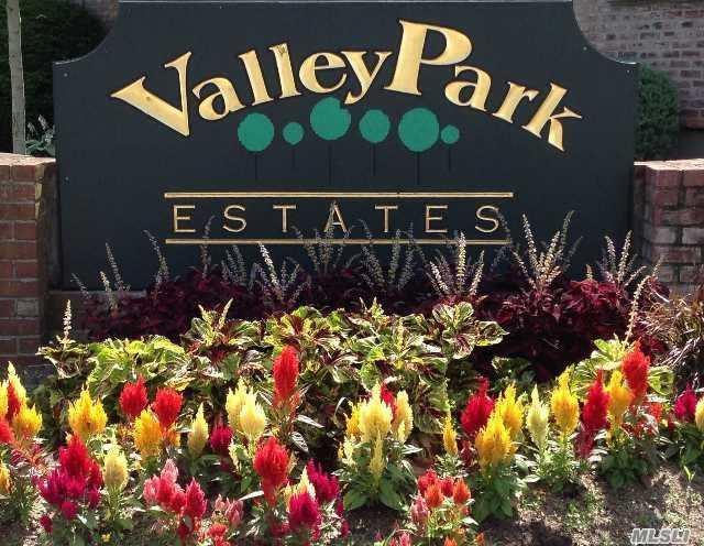 1831 Oliver Ave #4, Valley Stream, NY 11580 (MLS #3058106) :: Netter Real Estate