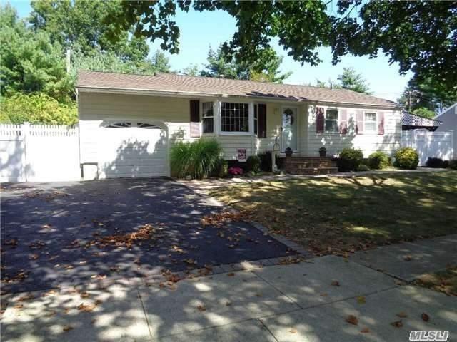 34 Spinner Ln, Commack, NY 11725 (MLS #3058278) :: Netter Real Estate