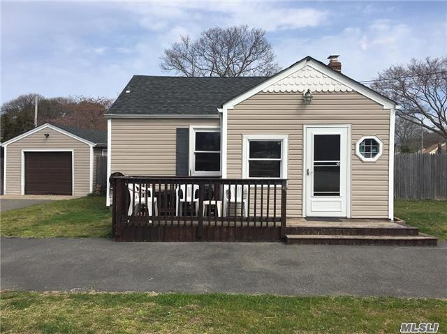 132 Chapel Ave, E. Patchogue, NY 11772 (MLS #3059084) :: Keller Williams Points North